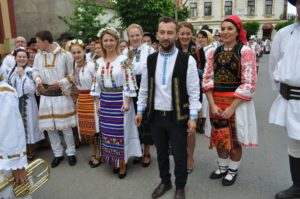Despre costumul traditional din Romania si dragostea strainilor pentru el