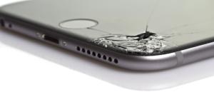 Inlocuirea geamului la iPhone XS este o solutie?